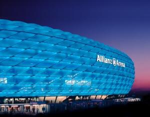 Грандиозният футболен стадион на Байерн Мюнхен носи името на финансовото дружество
